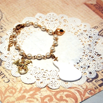 Pearl Bracelet, Rabbit & Crown